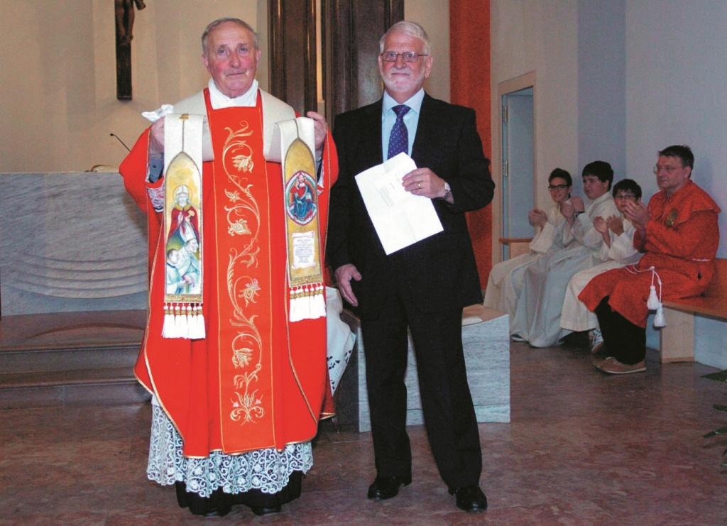 Biasca Chiesa Commiato di Mons. Giancarlo Gianola col Presidente del Cons. Parrocchiale