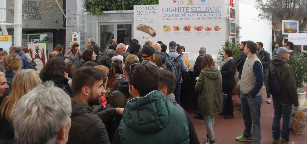 27102015_Expo2015 con papa foto folla2granita siciliana