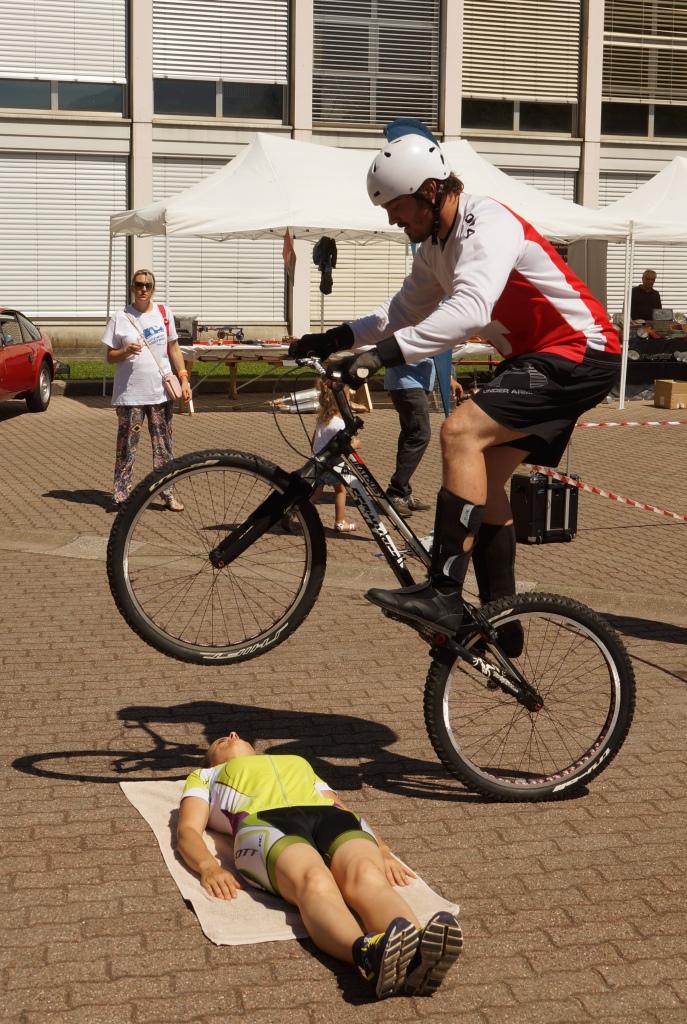 ostaclo umano bici