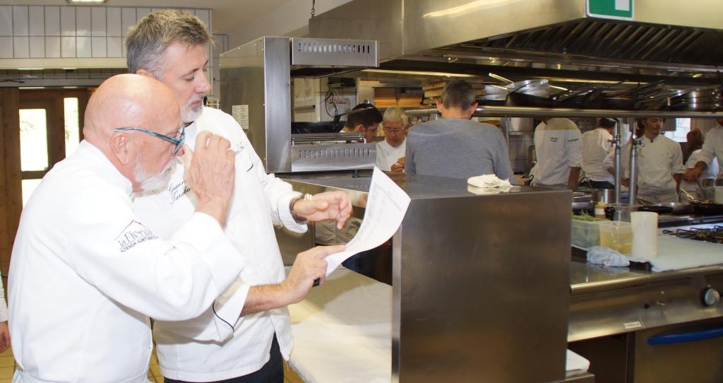 06102017_bitto e stelle_giorgio arrighi con gianni tarabini in cucina