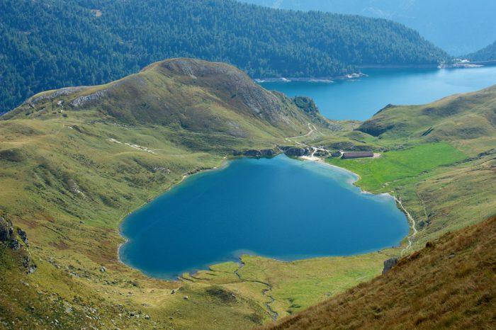 laghi al Ritom fantastica foto panoramica