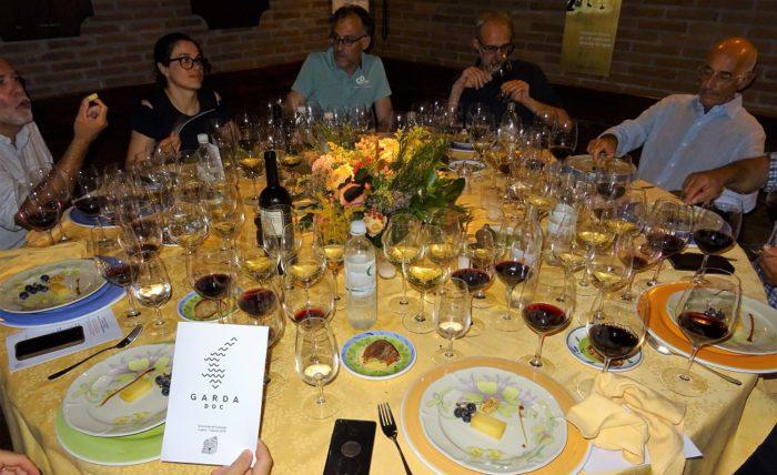 z-vino vincit bicchieri in tavola